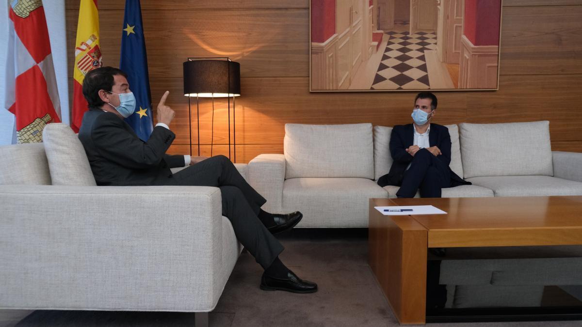 Alfonso Fernández Mañueco y Luis Tudanca, en la reunión organizada este martes tras bloquear la reforma sanitaria de Ciudadanos.