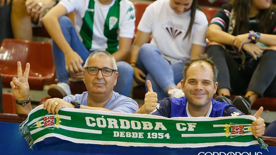 Aficionados en el partido del Córdoba de fútbol sala en Vista Alegre |