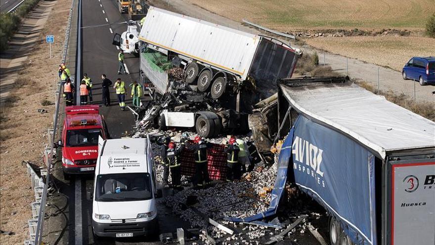Dos muertos en un accidente múltiple entre tres camiones en la A-23 a la altura de Sarrión (Teruel)