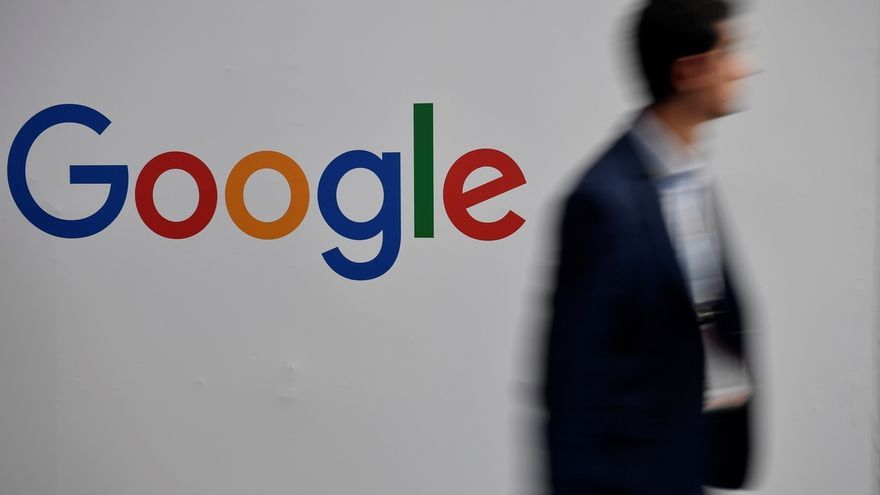 Google y el Gobierno inician un plan de ayuda para pymes en su digitalización. EPA/Julien de Rosa/Archivo