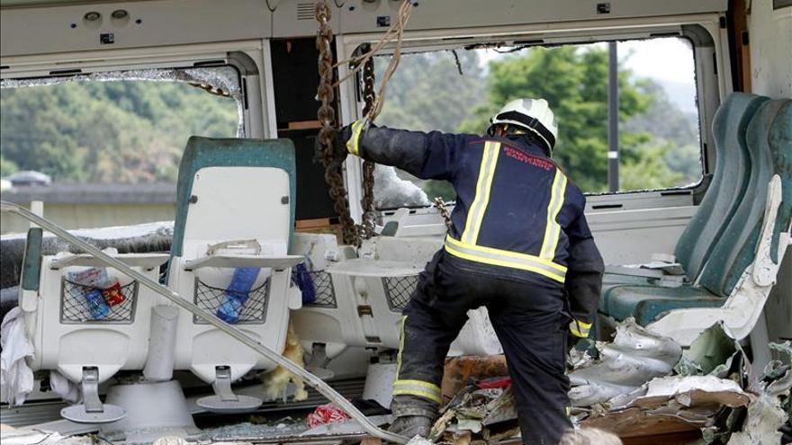 El juez abre diligencias para investigar el accidente ferroviario en Santiago