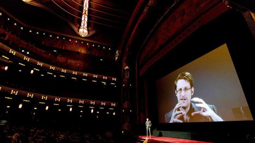 Snowden critica la ley que prohíbe acceder a páginas web bloqueadas en Rusia