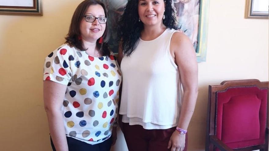 Tatiana Rodríguez (d) con la psicóloga.