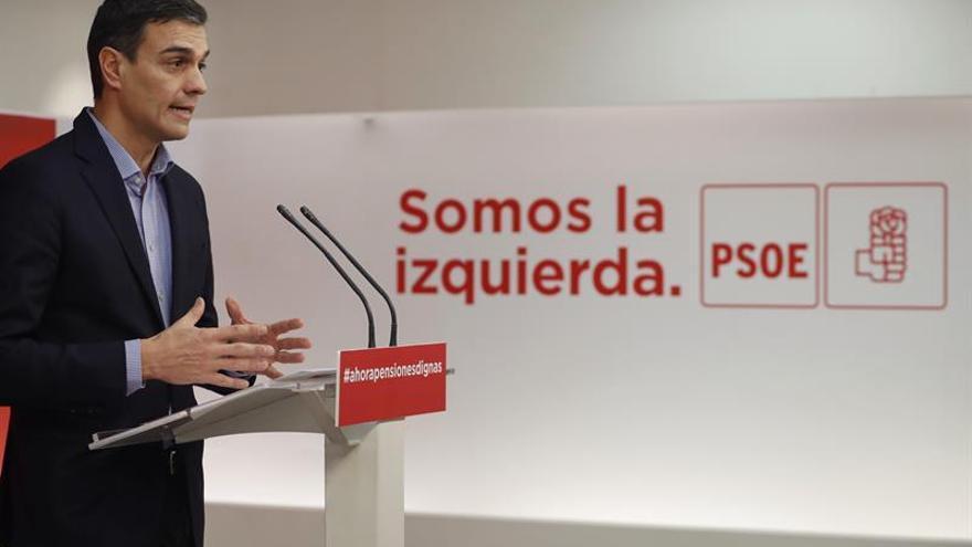 Pedro Sánchez durante una rueda de prensa este lunes en Ferraz.