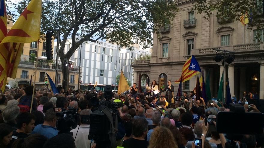Un millar de personas asisten al pregón alternativo de la Mercè que reclama la independencia
