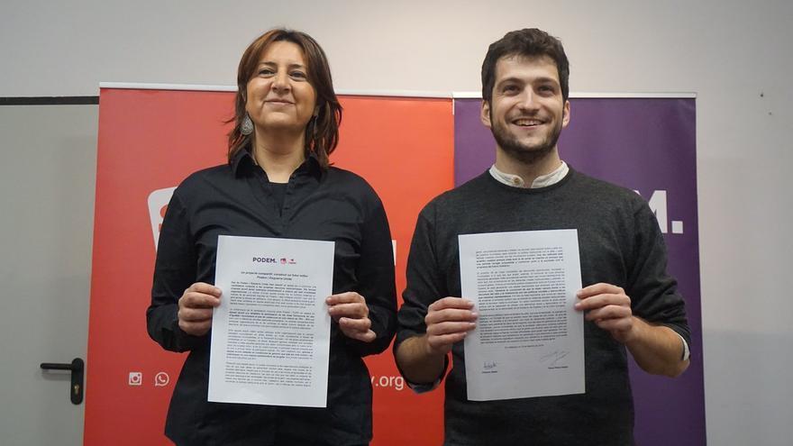 Rosa Pérez Garijo y Antonio Estañ muestra el acuerdo electoral rubricado entre Esquerra Unida y Podem