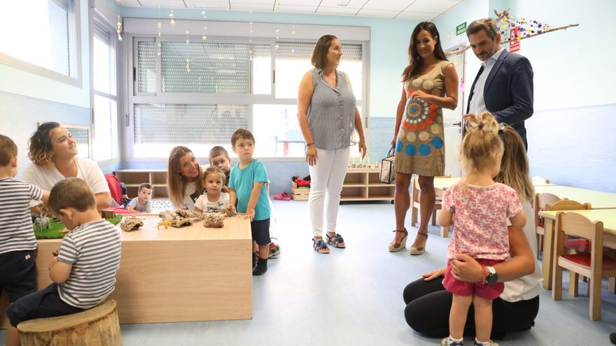 La vicealcaldesa, Begoña Villacís, y el concejal de Familias, Igualdad y Bienestar Social, Pepe Aniorte, en la inauguración de una escuela infantil. / Ayuntamiento de Madrid