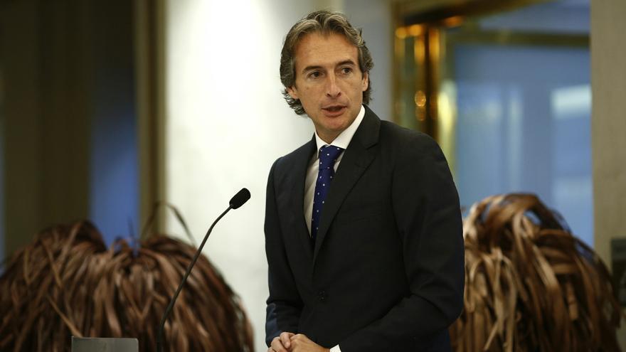 """De la Serna cree que los ayuntamientos cerrarán el año con cifras de déficit """"similares"""" o """"mejores"""" que las de 2012"""