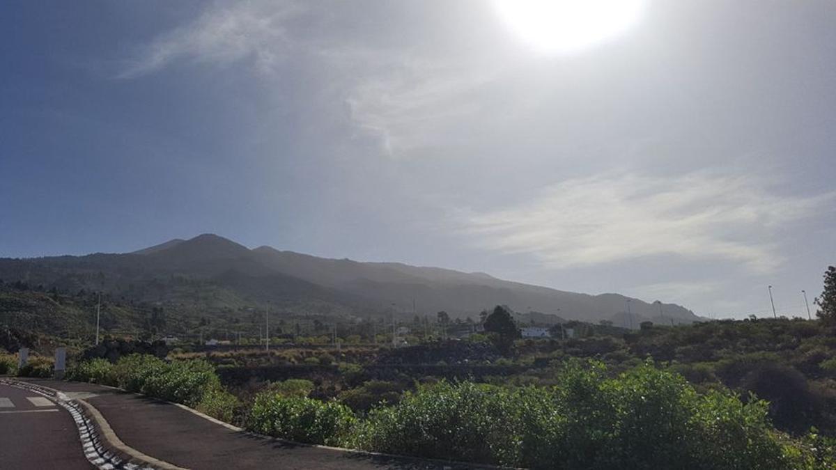 Imagen de archivo de calima en la comarca oeste. Foto: DAVID DÍAZ GONZÁLEZ