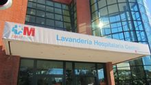Madrid renovó la privatización de la lavandería de los hospitales pese a que la ropa llegaba sucia