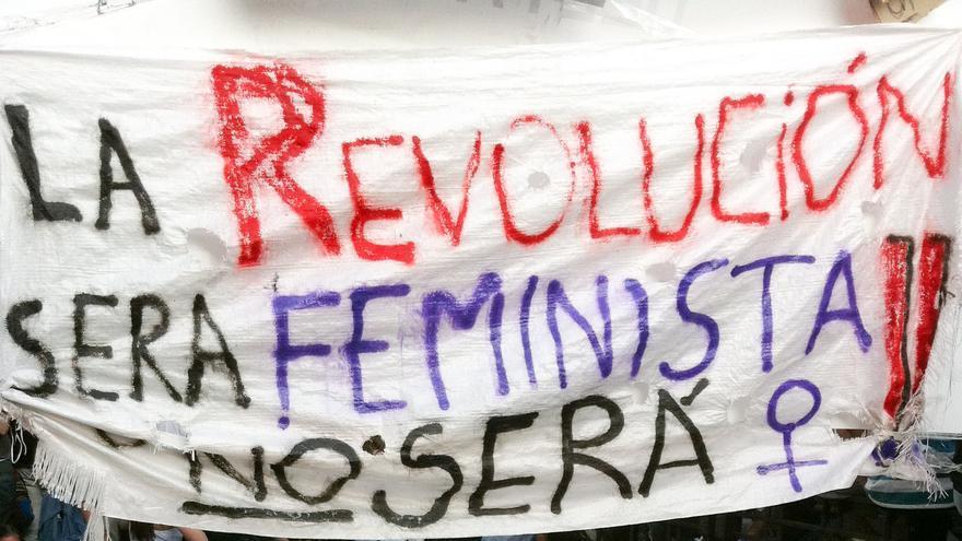 """""""La revolución será feminista, o no será"""", pancarta en la Puerta del Sol. 29 de mayo de 2011. (Juan Luis Sánchez)"""