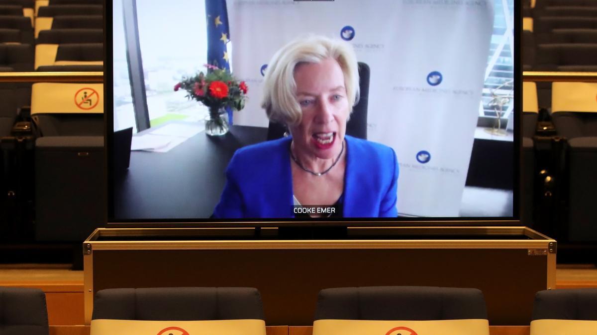 Rueda de prensa por videoconferencia desde Ámsterdam de la directora ejecutiva de la EMA, Emer Cooke.