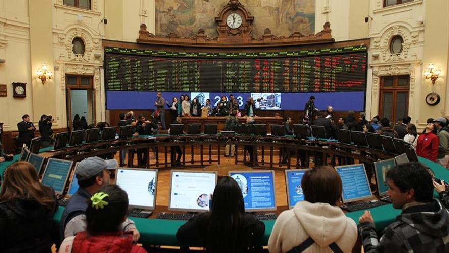 Las bolsas latinoamericanas cierran mixtas en una sesión a media marcha por los festivos
