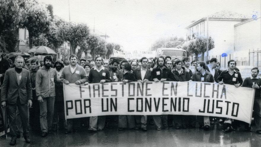 Trabajadores de Firestone luchando por un convenio justo en la factoría de Torrelavega en mayo de 1978.