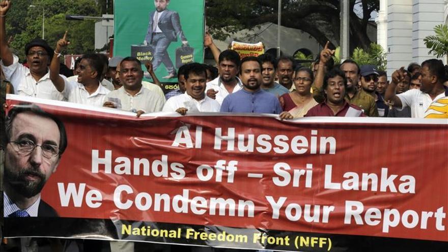 """Multitudinaria protesta en Sri Lanka pide a ONU que no moleste a sus """"héroes"""""""