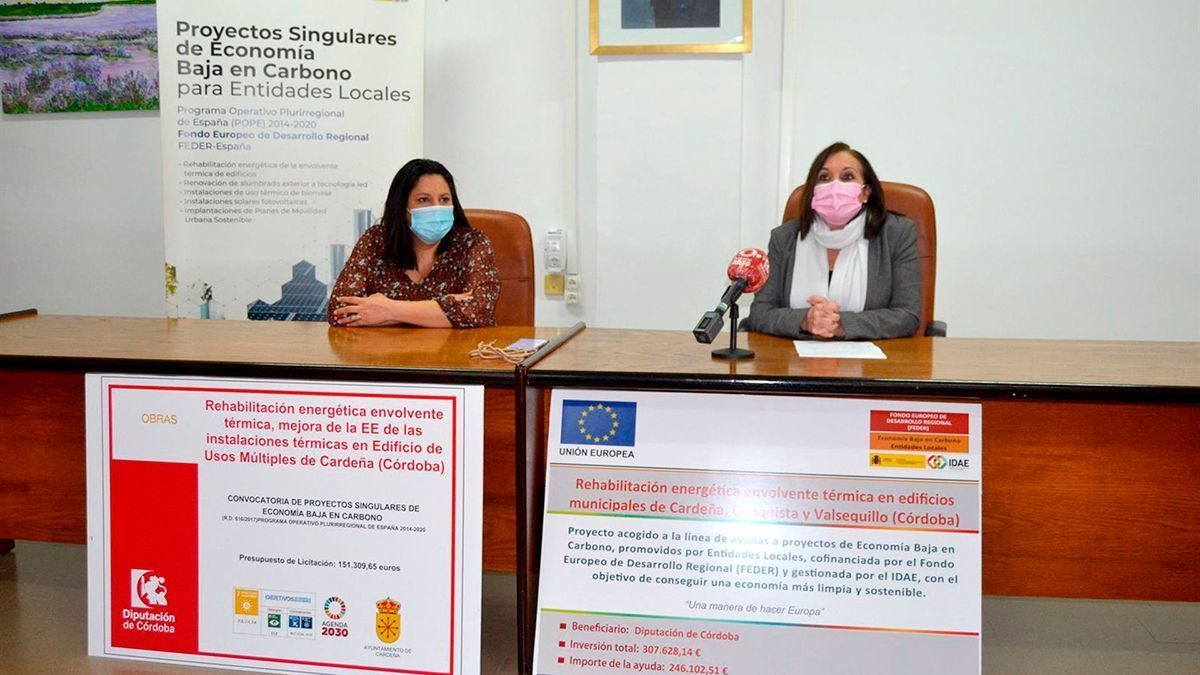 Dolores Amo y Catalina Barragán presentan la rehabilitación y la mejora de la eficiencia energética del salón de Cardeña.