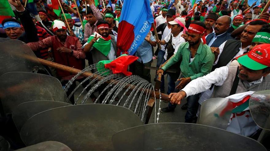 Miles de manifestantes piden en Katmandú una nueva división territorial en Nepal