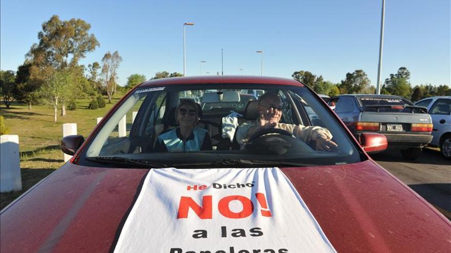 Ecologistas argentinos vuelven a marchar contra la papelera instalada en Uruguay