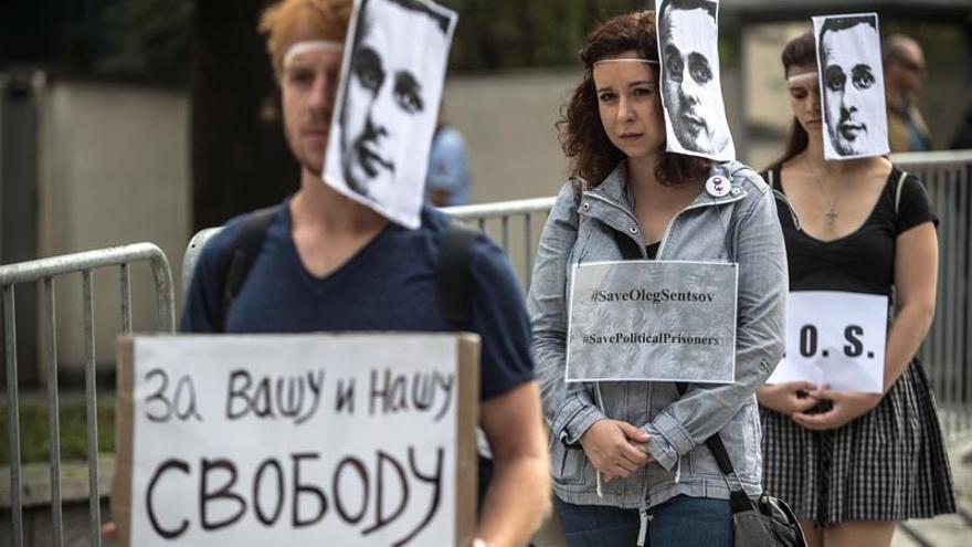 El mundo de la cultura pide presionar a Rusia para liberar a Oleg Sentsov