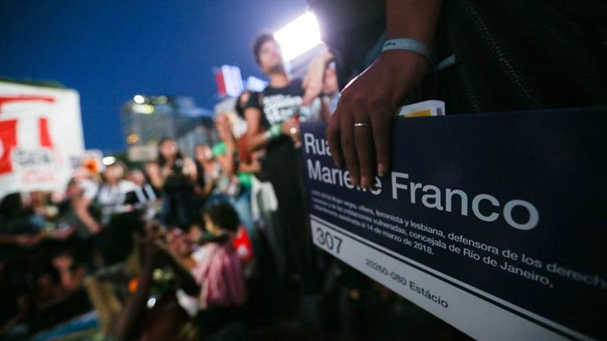 Flores en Buenos Aires para recordar a Marielle Franco a un año de su muerte