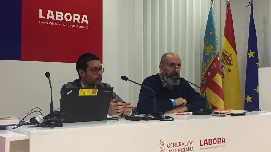 El secretario autonómico de Empleo, Enric Nomdedéu (derecha) y el profesor de Derecho del Trabajo de la Universitat de València Adrián Todolí