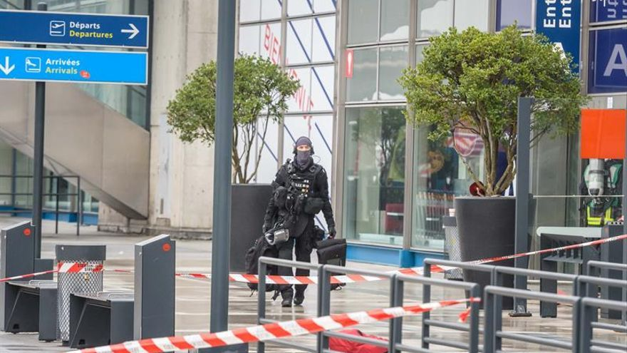 Cancelados dos vuelos en Barcelona y retrasos en otros 10 por el tiroteo de Orly