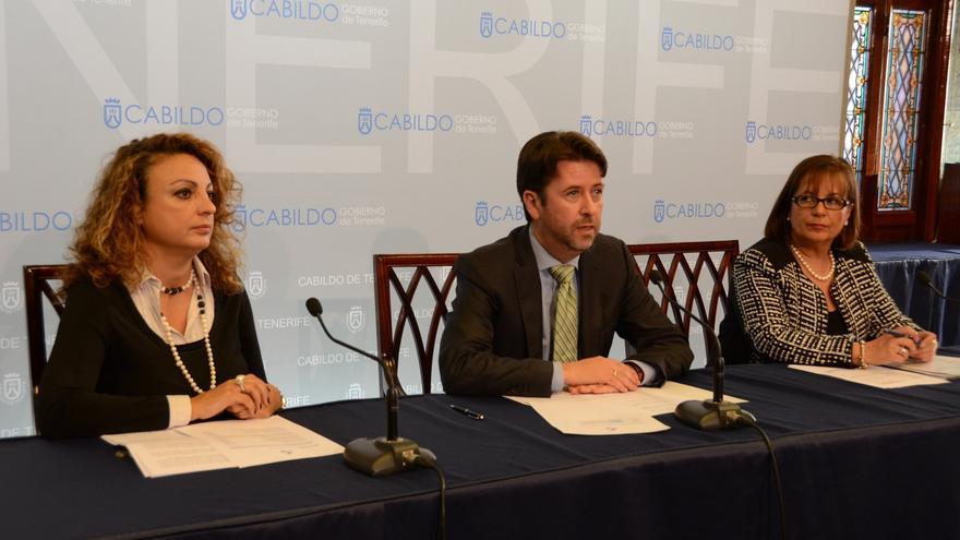 Cristina Valido (i), Carlos Alonso y Juana María Reyes durante la rueda de prensa