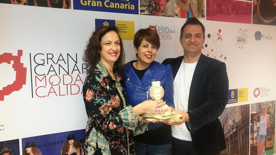 Minerva Alonso recibe a Susana Requena y a José Antonio Yrigoyen.