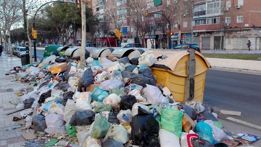 Ayuntamiento envía al comité de Limasa una contraoferta con el compromiso de renunciar a la huelga hasta 2017