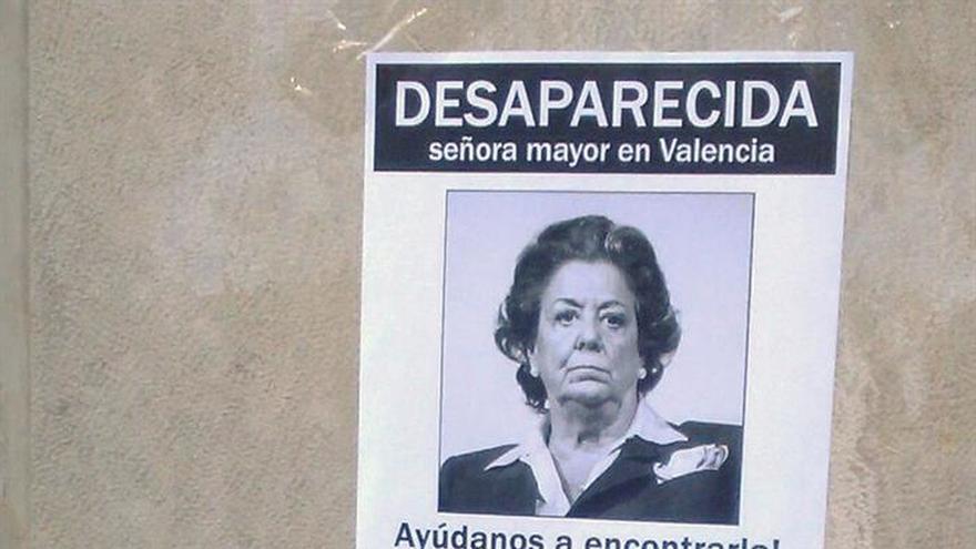 Pegan un cartel irónico en el portal de Barberá con su supuesta desaparición