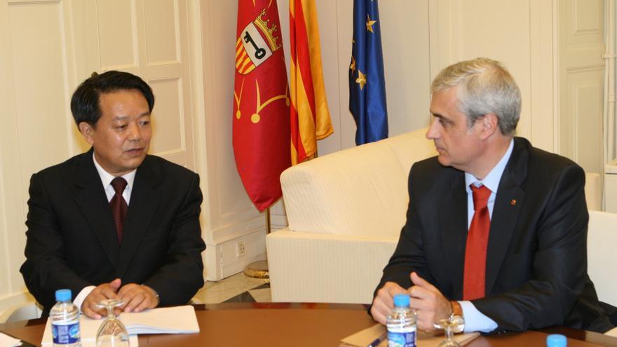 El Govern explica el pacto fiscal y su política lingüística al gobierno chino