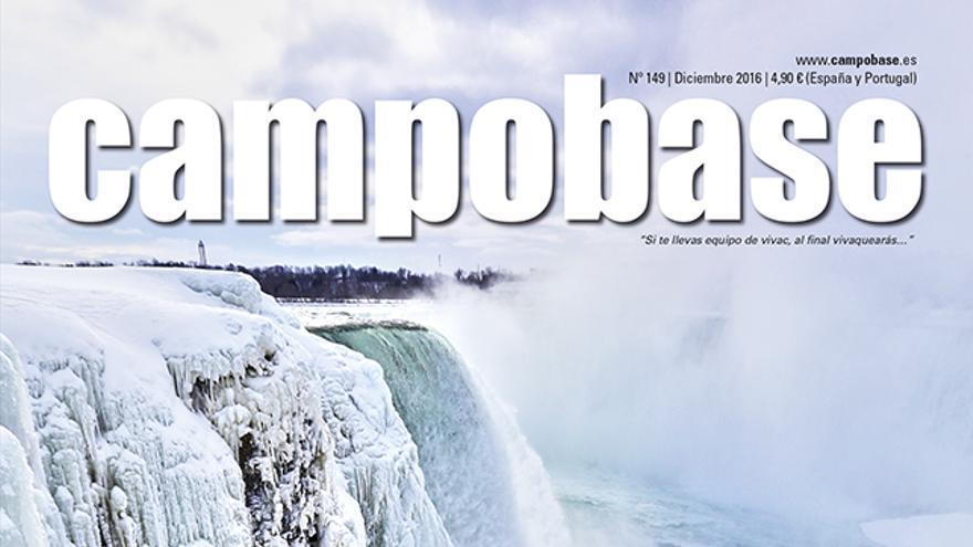 Will Gadd durante la primera escalada en hielo en las Cataratas del Niagara (USA) el 27 de enero de 2015.