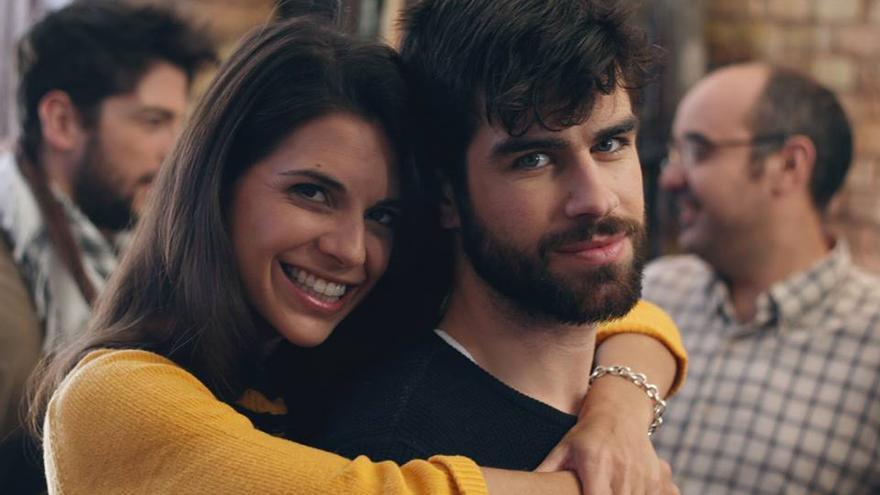 Dos de los protagonistas de la webserie 'Sin vida propia'