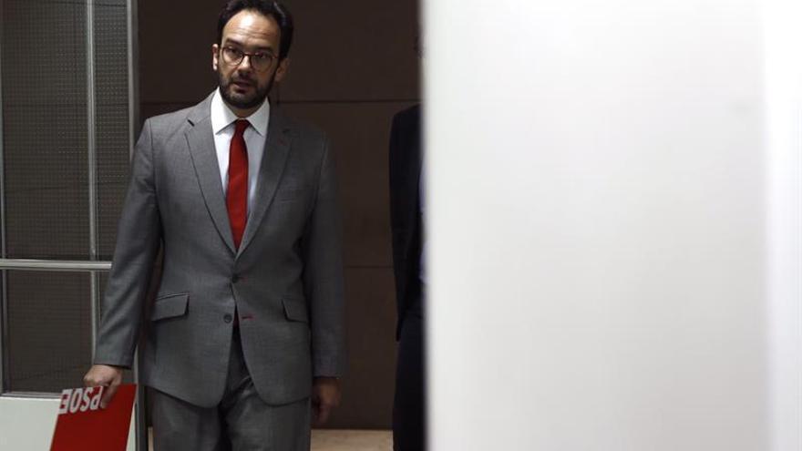 El PSOE pide que Rajoy vaya a comisión para que esté obligado a decir la verdad