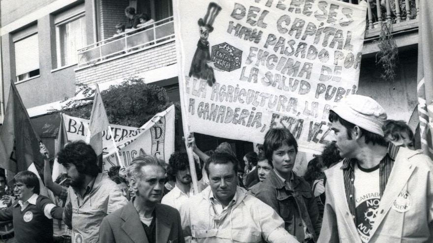 Manifestación antinuclear en San Vicente de la Barquera en enero de 1979. | DESMEMORIADOS