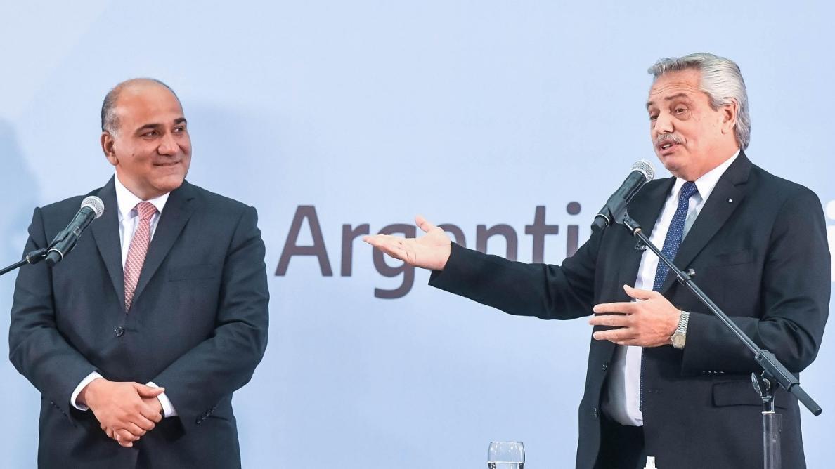 Alberto Fernández junto a Juan Manzur