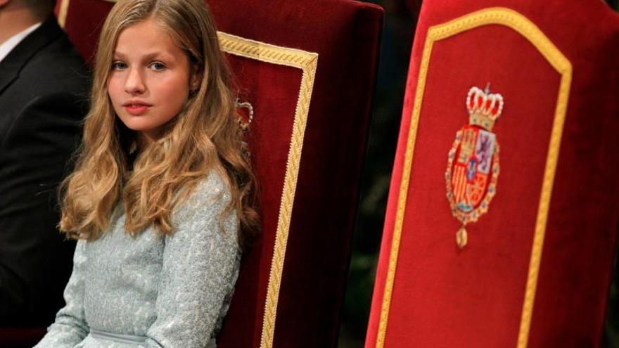 La princesa visita el pueblo ejemplar de Asturias con los reyes y la infanta