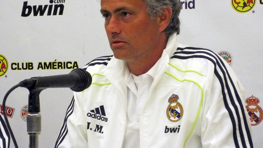José Mourinho, durante una rueda de prensa cuando entrenaba al Real Madrid / Wikimedia Commons