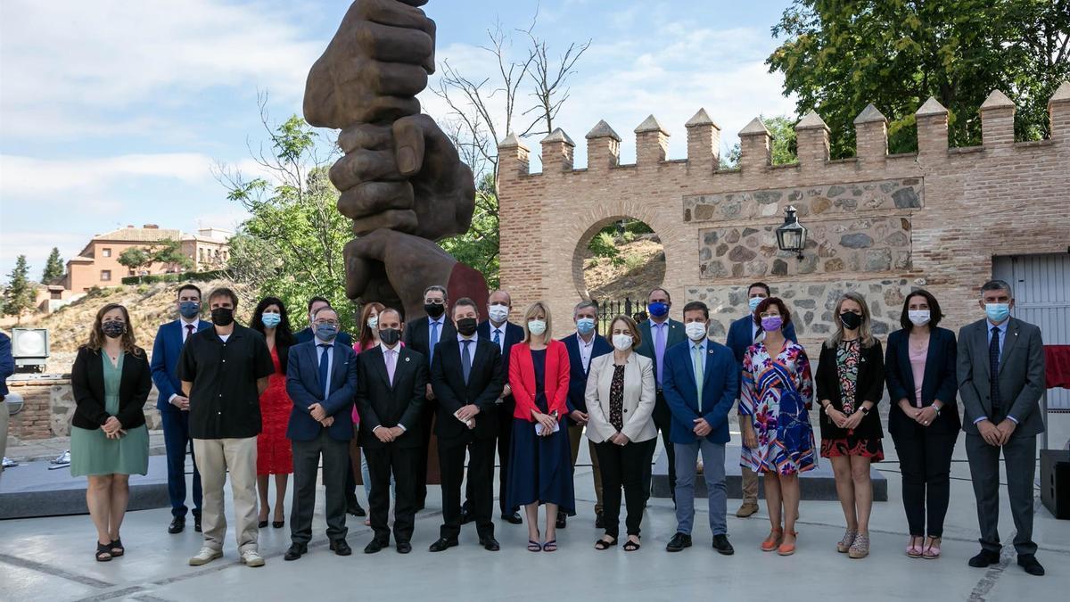 Inauguración de la escultura de homenaje a las víctimas de la COVID