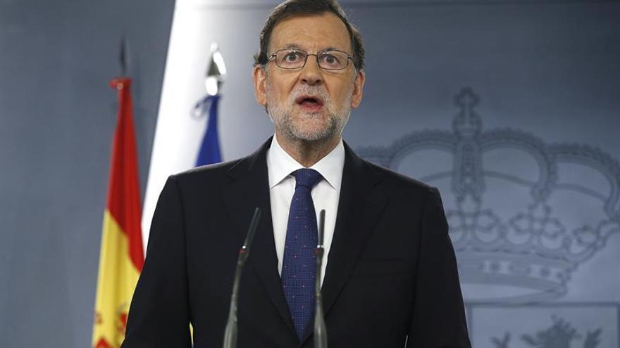 """Rajoy pide serenidad y tranquilidad a los españoles tras el sí al """"brexit"""""""