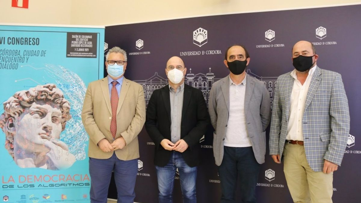 Desde izda, Esteban Morales, Luis Medina, Daniel Innerarity y Manuel Torres en la presentación del congreso.