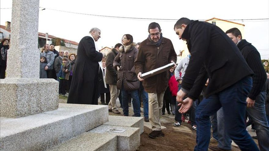 """Angrois inaugura """"crucero"""" como símbolo de solidaridad en accidente del tren"""