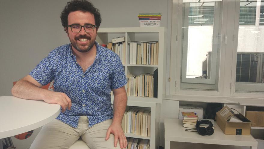 El investigador Guillermo Fernández-Vázquez en la redacción de eldiario.es