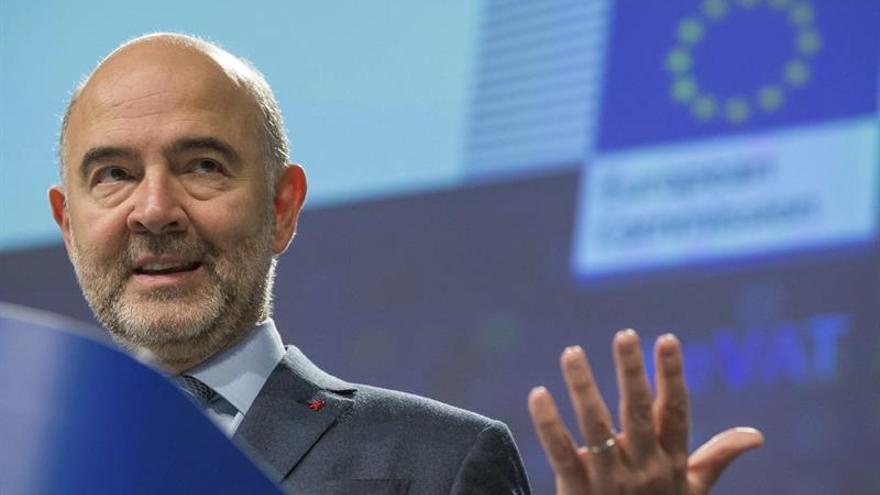 Moscovici pide a Alemania y Holanda que utilicen su margen presupuestario