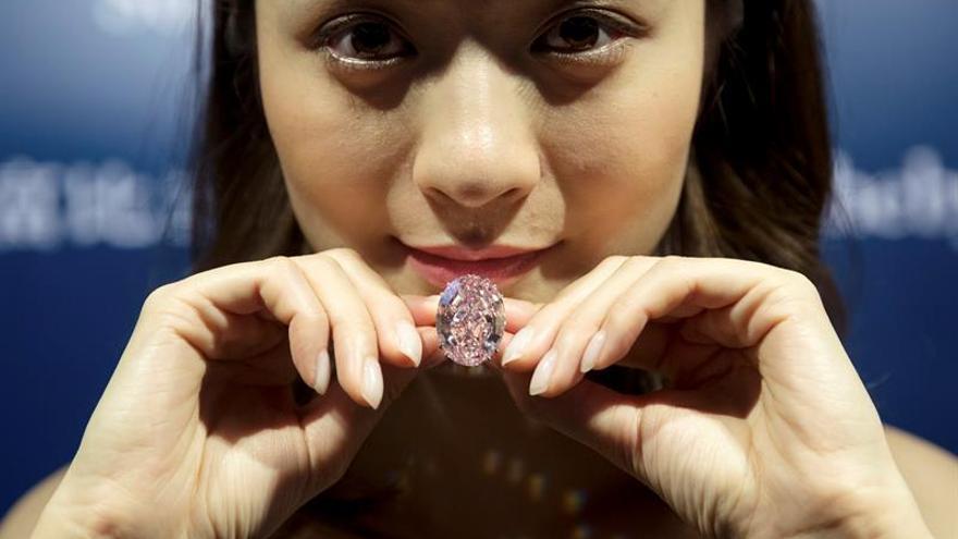 """La """"Estrella Rosa"""" se vende por 71,2 millones de dólares, un nuevo récord"""