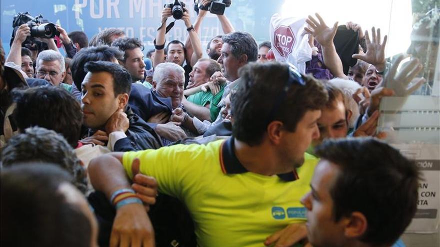 Tres afiliados del PP denuncian traumatismos en los incidentes de Carabanchel