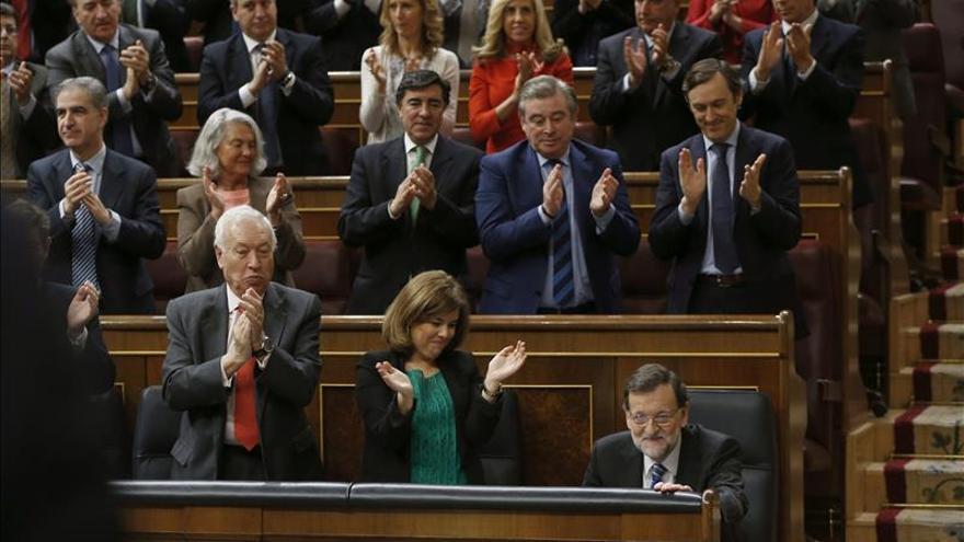 """Rajoy se ofrece como garantía ante """"demagogos"""" que reeditarían la """"pesadilla"""""""