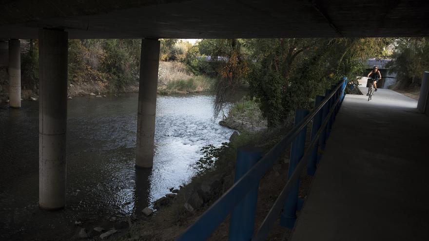 El paso de la senda ciclista y peatonal del Parque Lineal bajo la M-40, remodelada recientemente. / F. S.