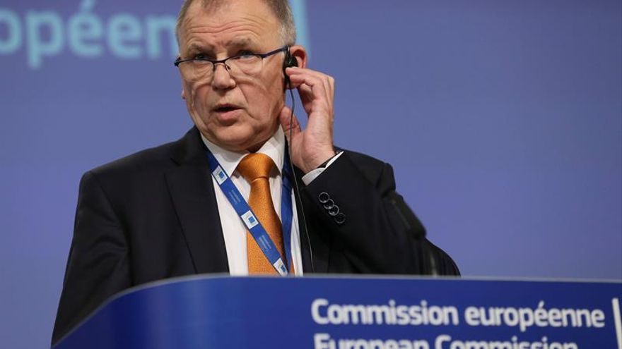 La CE adopta medidas para reforzar la protección contra brotes de gripe aviar