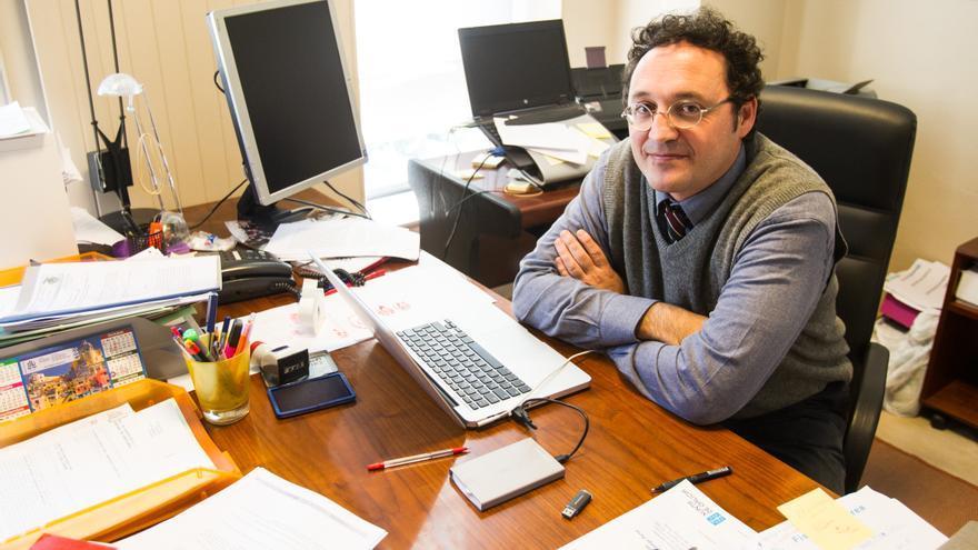 El presidente de la Unión Progresista de Fiscales, Álvaro García Ortiz, en su despacho en el edificio de los juzgados de Santiago de Compostela.